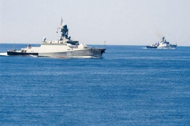 الأسطول الروسي يحاصر أذربيجان