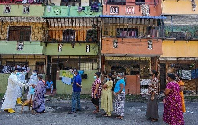 الكشف علي أشخاص مصابين بكورونا في كولومبو بسريلانكا