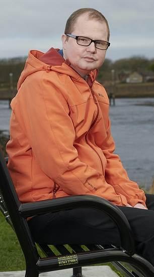 بيل فينتون ، 33 عامًا ، (في الصورة) يدعي أنه رأى جدته الراحلة تظهر من ضوء ساطع أثناء عملية زرع نخاع العظم