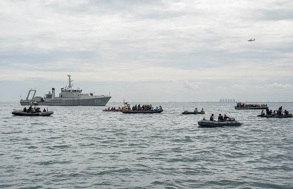سفن ولانشات الإنقاذ تواصل أعمال البحث