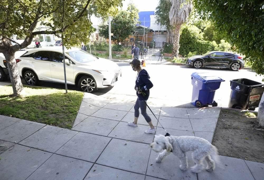 ريان فيشر  أحد الكلبين بحوزة ريان فيشر قبل سرقتهما