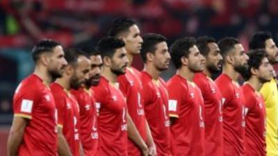 فريق الأهلي بالقميص الأحمر أمام فيتا كلوب