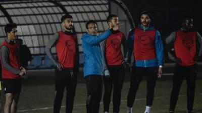 أحمد سامي مع لاعبي سموحة