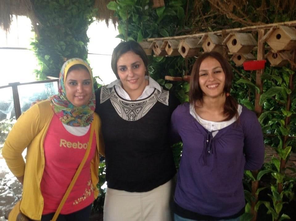 نهلة رمضان بطلة رفع الأثقال الأولمبية واصدقائها