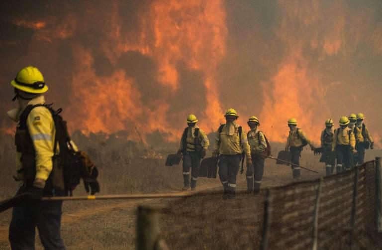 إرسال أكثر من 100 من رجال الإطفاء وموظفي خدمات الطوارئ إلى حرم الجامعة وإلى الحديقة الوطنية