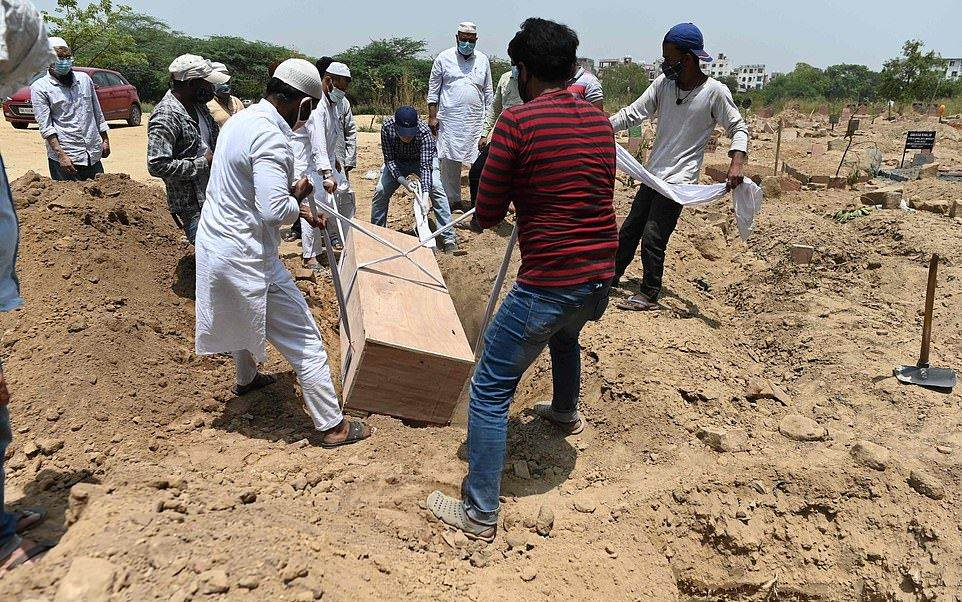 دفن ميت بفيروس كورونا في دلهي